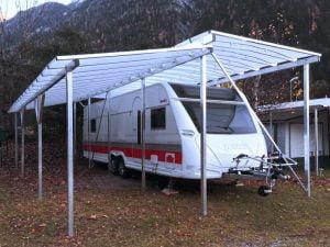 Freistehend mit Vorzeltüberdach